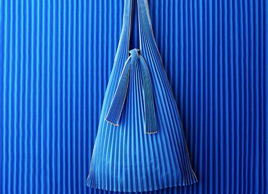 Sacs et cabas - [sac] PLECO  - vertical pleats L  ( fabriqués à partir d'un bioplastique / de polyester recyclé ) - KNA PLUS