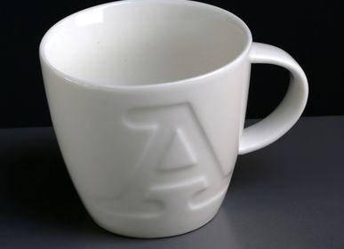 Céramique - Gamme de mugs Alphabet par Keith Brymer Jones  - MAKE INTERNATIONAL