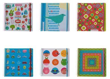 Loisirs créatifs - My sticker book pour coller et recoller tous ses autocollants - MAJOLO