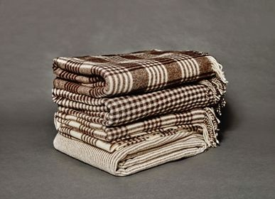Throw blankets - TRADITIONAL PLAID - MAPACHA