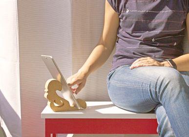 Design objects - Kresto tablet holder - DEDAL