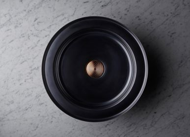 Spas - NARCIS round shiny black, copper plug guilloche - BASSINES