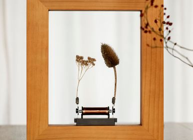 Design objects - Slow Dance Photo Frame (Craft Pine) - Light Sculpture - WONDER MACHINES