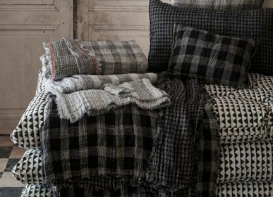 Throw blankets - Inverness Throw and Bedspreads - LE MONDE SAUVAGE BEATRICE LAVAL