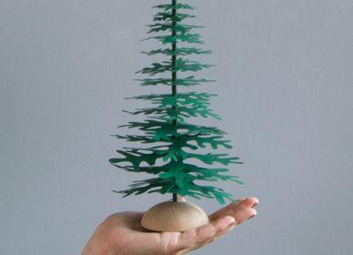 Christmas table settings - Green Christmas tabletop paper ornaments - FABGOOSE