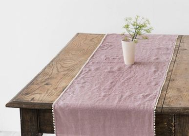 Nappes - Chemin de table en lin avec pompon en Woodrose - MAGIC LINEN