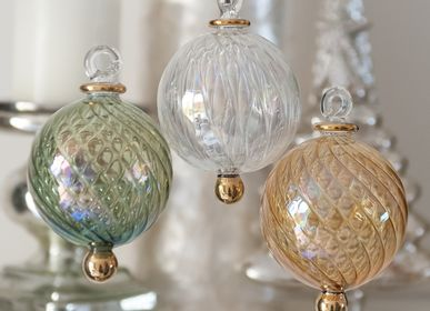 Christmas garlands and baubles - Christmas Decorations - TREASURE TREE
