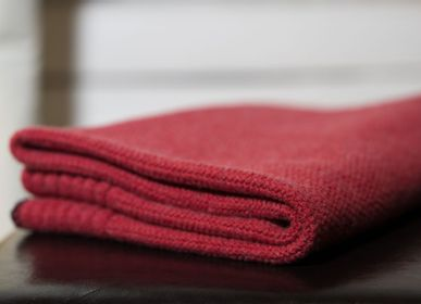 Throw blankets - Eco-designed Wool Blanket Raspberry - LA MAISON DE LA MAILLE