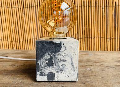 Objets design - Lampe à poser | Lampe Béton | Cube | Marbré anthracite - JUNNY