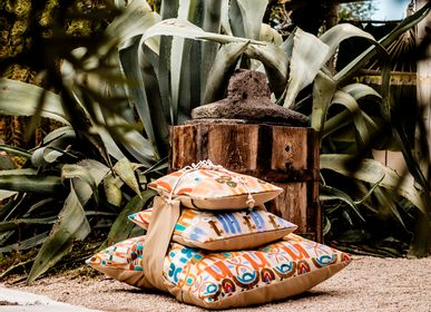 Cushions - Pyramid printed cushions collection with a belt - LE BOTTEGHE DI SU GOLOGONE