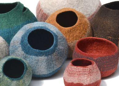 Objets de décoration - Pots, paniers en feutre de laine fait-main - GHISLAINE GARCIN