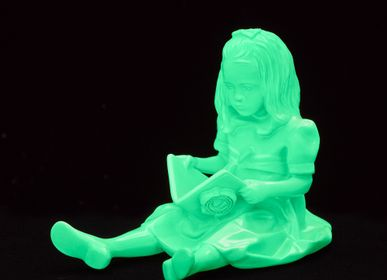 Decorative items - RESIN FIGURINE color PHOSPHORESCENT The Girl & the Book - BLOOP