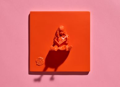 Design objects - RESIN TILES color Orange Girl & The Book - BLOOP
