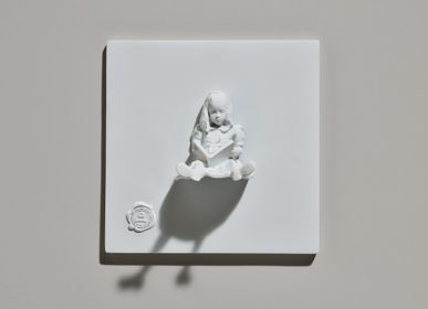 Wall decoration - CATEL RESIN color White - Girl & The Book - BLOOP