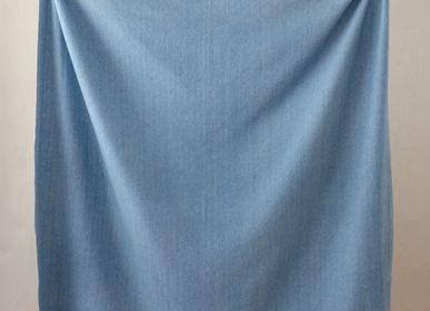 Plaids - Couverture en laine recyclée en chevrons bleu ciel - THE TARTAN BLANKET CO.
