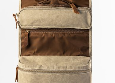 Travel accessories / suitcase - TRAPPER Hanging Toiletry Bag - ALASKAN MAKER