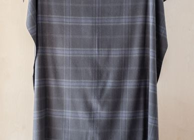 Plaids - Couverture en laine d'agneau in Persevere Flint Grey Tartan - THE TARTAN BLANKET CO.