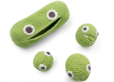 Gifts - THE GREEN PEAS FAMILLY - BABY RATTLE 100% ORGANIC COTON - MYUM - THE VEGGY TOYS