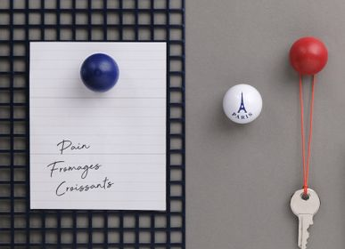 Gifts - Eiffel Tower magnetic ball - blue white red - TOUT SIMPLEMENT,
