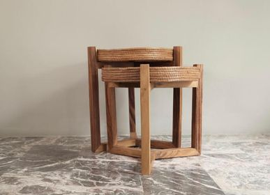 Coffee tables - Coffee side table made from wood and removable natural fibers trays  - WOLOCH COMPANY