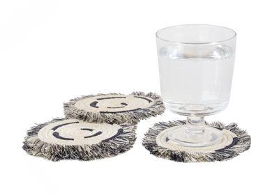 Verres à pied - Lot de 4 sous-verres à franges noir et blanc - ALL ACROSS AFRICA + KAZI
