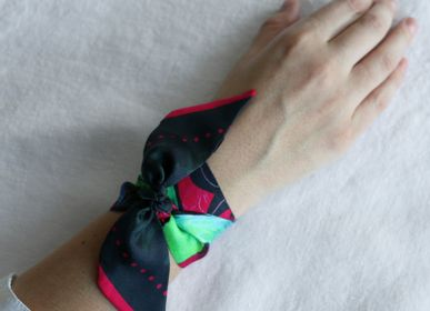 Scarves - PINK BIRDS OF PARADISE KNOTTED FETISH PRINTED SILK TWILL BRACELET - MAISON FÉTICHE