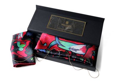 "Scarves - BOX ""MOTHER DAUGHTER"" BIRDS OF PARADISE 1 SQUARE OF SILK TWILL 90 + 1 SQUARE OF SILK TWILL 45 - MAISON FÉTICHE"
