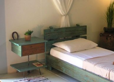 Objets design - Table de nuit en bois massif - LIVING MEDITERANEO