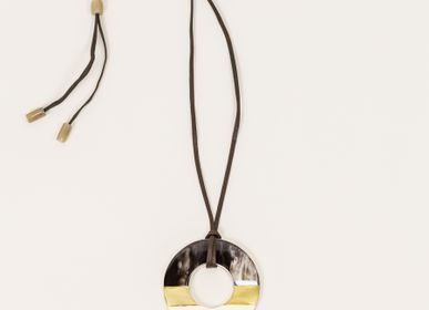 Jewelry - Marbled horn pendant with off-white lacquer and brass - L'INDOCHINEUR PARIS HANOI