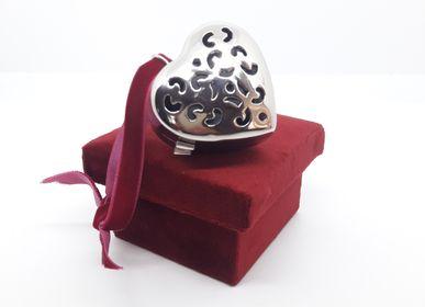 Diffuseurs de parfums - Accessoires de parfum solide/ Diffuseurs de parfum: Petit coeur, Grand coeur, Grande boule - AUTOUR DU PARFUM