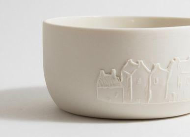 Platter and bowls - Large dish with relief decor of houses - BÉRANGÈRE CÉRAMIQUES