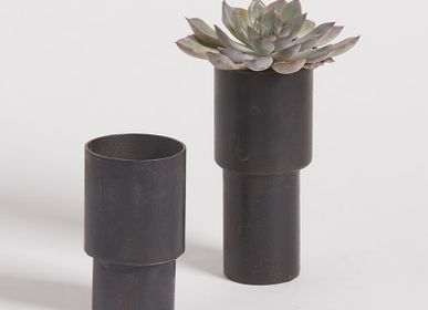 Design objects - Metal Legs Pot - NAMAN-PROJECT