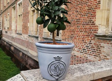Flower pots - Florentine, with embossed medallion decoration. Customizable - MANUFACTURE NORMAND