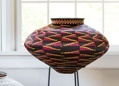 Decorative objects - Red Heliconia on Black Wounaan Basket - RAINFOREST BASKETS