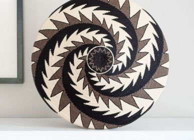 Decorative objects - Brown & Black Feather Motif Wounaan Basket - RAINFOREST BASKETS