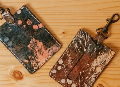 Leather goods - Leaf and grass turn rubbing leather card holder - TAITUNG ESSENCE - PIYOUNG