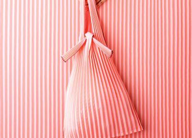 Sacs et cabas - [sac] PLECO  - vertical pleats S  ( fabriqués à partir d'un bioplastique / de polyester recyclé ) - KNA PLUS