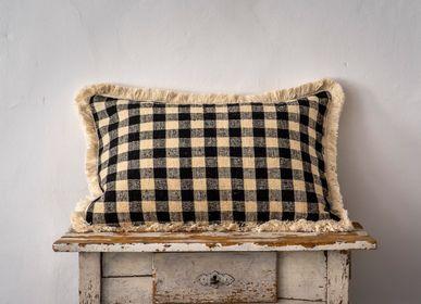 Couettes, oreillers - Oreiller: laine bulgare antique tissée à la main - LINEAGE BOTANICA - THE ART OF WELLBEING