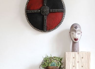 Wall decoration - Wooden Parade Shield Covered with Glass Beads - KRONBALI BY SOMA