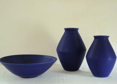 Céramique - Vases en grès (30-35 cm) et grande coupe (42 cm), émail bleu de cobalt - CHRISTIANE PERROCHON
