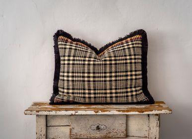 Couettes, oreillers - Oreiller: Textile de laine bulgare antique tissé à la main - LINEAGE BOTANICA - THE ART OF WELLBEING