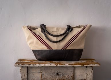 Bags and totes - Bag: Handwoven antique Hungarian hemp - LINEAGE BOTANICA - THE ART OF WELLBEING