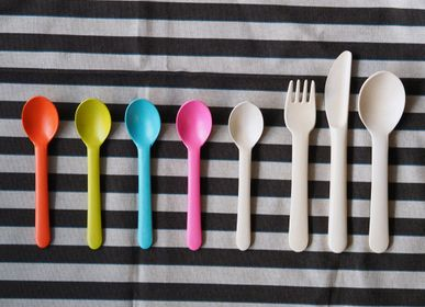 Children's mealtime - Eco-friendly BPA-free Bamboo Spoons and Cutlery  - EKOBO