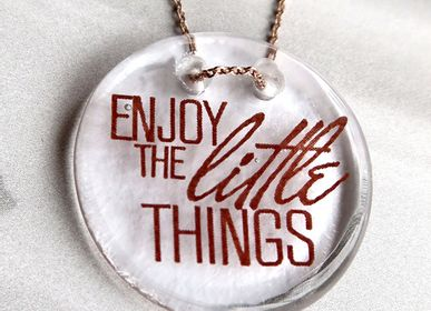Gift design - Handmade message in glass medal with chain from byNebuline Limpid collection - BYNEBULINE