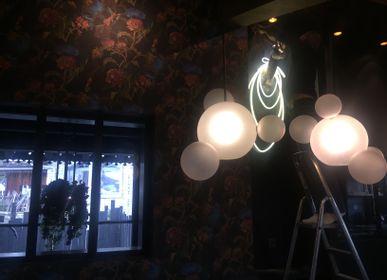 """Tableaux - oeuvre lumineuse en verre néon """"Dame Chamois"""" - CAROLINE BAUP"""