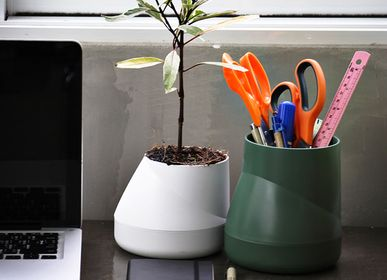Floral decoration - Hill Pot : Self-Watering Plant Pot for indoor and outdoor garden : Recycled Plastic Office Equipment Container - QUALY DESIGN OFFICIAL