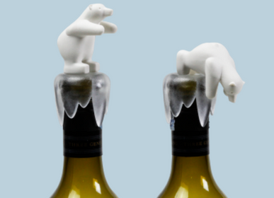 Wine accessories - Bottoms Up Bear – Wine Bottle Stopper : Iceberg Kitchen Collection Party Drinks Wine - QUALY DESIGN OFFICIAL