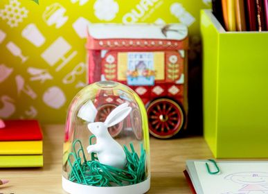 Papeterie - Bunny in The Field Cilps Holder: Stationery Everyday Houseware Eco Living Collection 100% recyclable. - QUALY DESIGN OFFICIAL