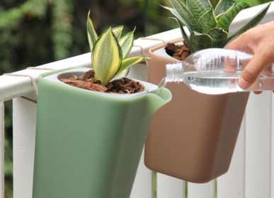 Flower pots - Oasis Round Pot : Self-Watering Plant Pot for indoor and outdoor garden Home decorative - From Recycled Plastic  - QUALY DESIGN OFFICIAL