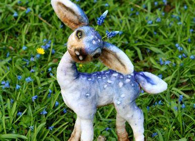 Guirlandes et boules de Noël - Peluche réaliste cerf de Pâques fauve Muscari - KATERINA MAKOGON